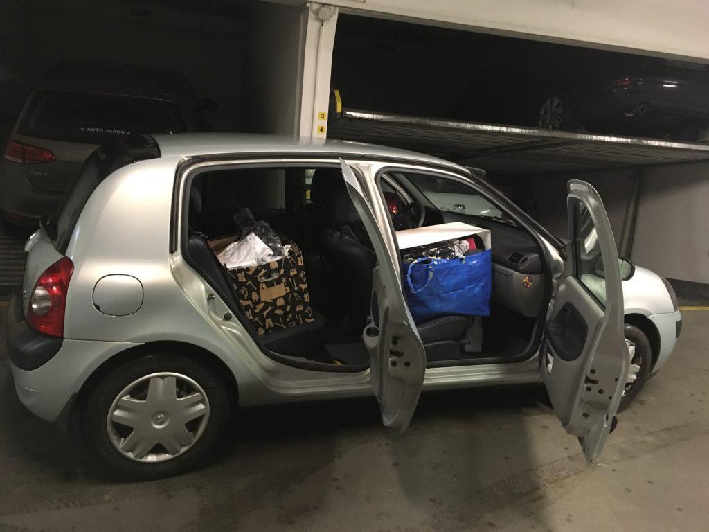 Stěhování svépomocí, stěhovací auto